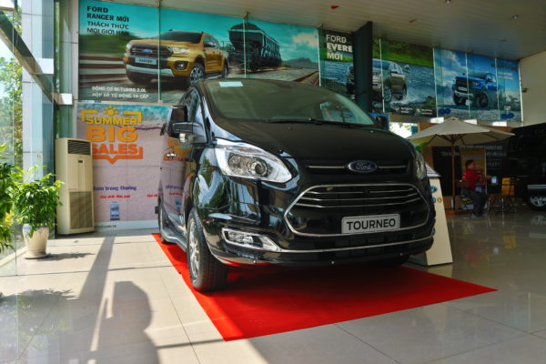 ford-tourneo-hoan-toan-moi(2)